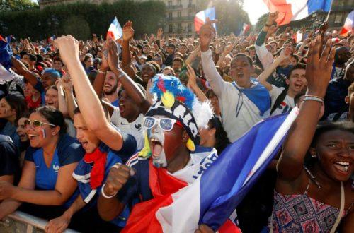 Article : Collez la paix aux Français, ils n'en font pas trop de leur sacre au mondial !